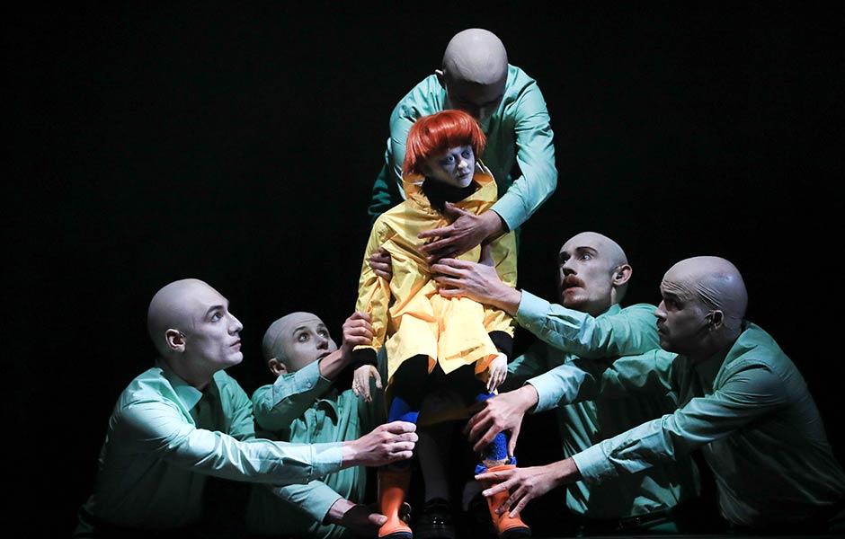 Schimmelreiter. Auf dem Bild Richard Barborka, Jana Weichelt, Freda Winter, Lennart Morgenstern, Florian Kräuter (Foto: Jesko Döring)