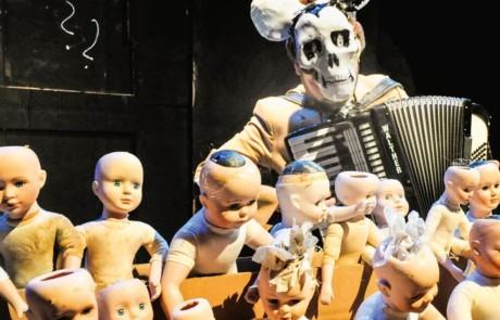 Puppentheater Magdeburg : Der Untertan (jesko döring)